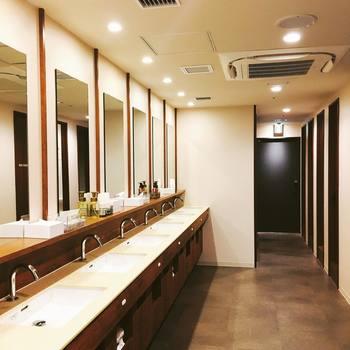 クリーンで機能的なシャワールームやバスルーム、パウダールームがあるので、旅の疲れを癒してリラックス出来ます。