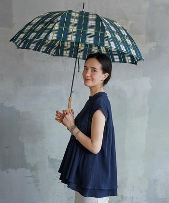 雨の日が多くなる梅雨シーズン。じめじめ、しとしと、気分まで暗くなってしまいますね…。せっかくだから、雨の日が楽しくなるレイングッズで、明るく梅雨を乗り切ってみませんか?