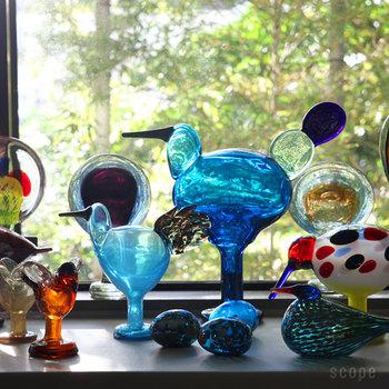 まずは、フィンランドを代表するアーティスト、オイバ・トイッカが手掛けるイッタラ・バードコレクション。圧倒されるこの美しさは、2世紀以上の歴史を誇るイッタラのヌータヤルヴィ工場において長年培ったガラス技法を用い、完全なハンドメイドで制作されています。