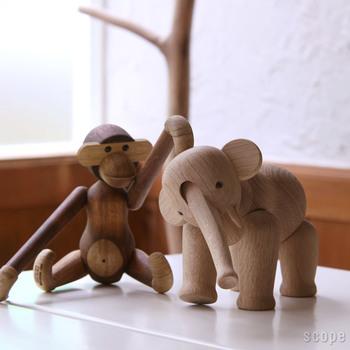 デンマークの芸術作品のパイオニアであるカイ・ボンスンの、動物をモチーフにした木製人形。全て円や直線などの分かりやすい形にデフォルメされているにも関わらず、動物たちの動きや表情を的確に捉えています。