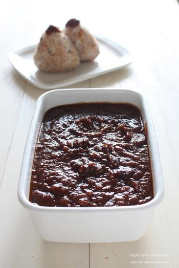 梅には体に嬉しい成分がたくさん。梅のエキスが味噌にたっぷり閉じ込められた梅味噌は、調味料としても、薬膳としても役立ちます。さっぱりとして、夏バテにもおすすめです。