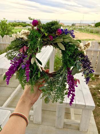 リース台にさしていくだけなので、好きなハーブをベースに、お花や植物なども組み合わせて、自分だけのボリュームハーブリースを作ってみてください!