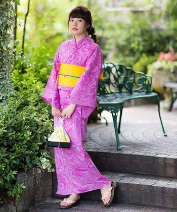 柄そのものにインパクトがあるので、帯や小物類はなるべく単色にしぼってコーディネートすると、より着物の柄を素敵に魅せることができますよ。