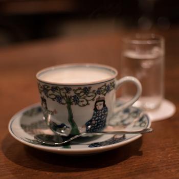 コーヒー1杯のお値段で、良質な音楽を本格的な音響で楽しめるジャズ喫茶。レコードやCDを買う前にジャズ入門してみたい人もぜひ一度足を運んでみてくださいね。