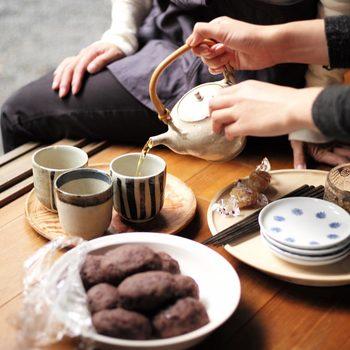 目止めが終わったら、お茶を淹れたり、食べ物を入れたり。わくわくが止まりませんね。