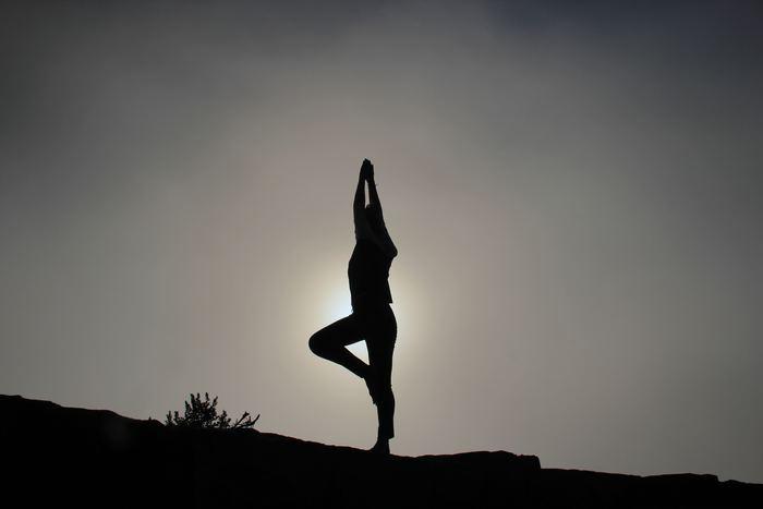 体幹トレーニングや身体の歪みの矯正など、緩やかな優しいストレッチですね。
