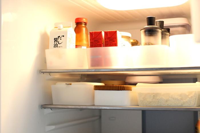 冷蔵庫の中も仕切りをして、種類や賞味期限別に収納。こちらは無印のポリプロピレン整理ボックスを使っていますね。