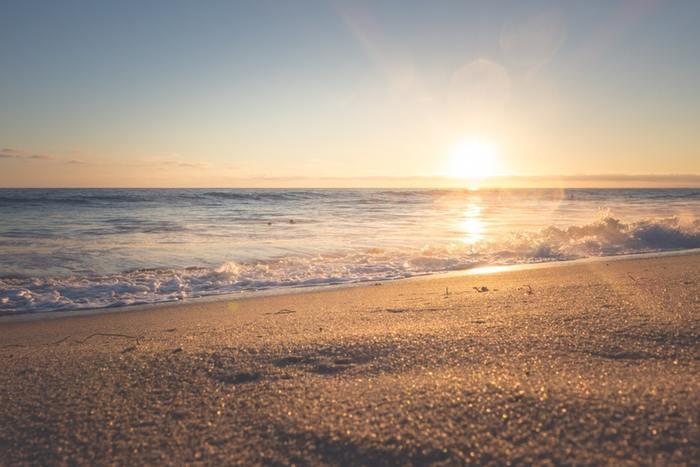 海辺のリラックス感溢れるナチュラルなサウンドが魅力のサーフミュージック。海風を感じながらのドライブにおすすめの音楽をご紹介します♪