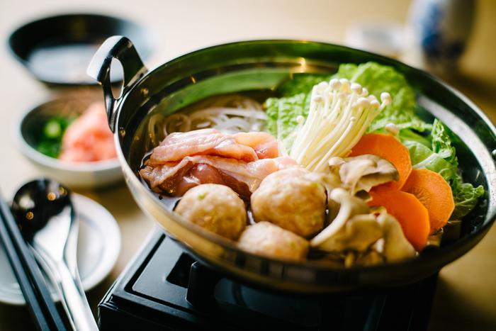 ボリュームのあるしっかりとしたお食事もありますよ。一人でもお鍋が楽しめるのがうれしい一人前の「ブンカ鍋」は、オリジナルブレンドの出しと自家製のたれでいただけます。