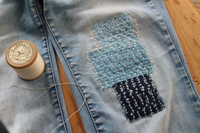 数種類の小さな布をランダムにパッチワークしています。カラフルな色の布を使えばより可愛い仕上がりに!布の大きさがふぞろいなところもポイントですね◎