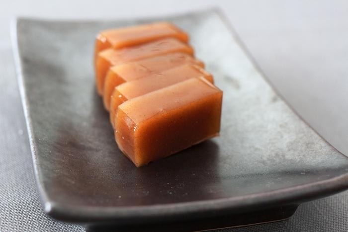 厳選された素材で作られた「たろうのようかん」は、ぎっしりと濃い味が特徴。カカオや白カカオといった、今までの羊羹にはない味もユニークです。