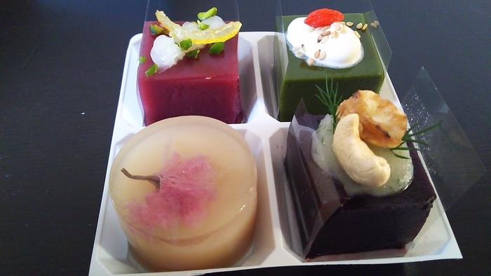 生菓子限定ですが、京都土産にぜひテイクアウトしたい上品でモダンな和スイーツですね。