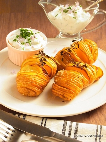 シンプルなレシピのため、オリジナルの塩味だけでなく、オリジナルでレシピを発展させる方も多いです。  こちらはハーブでディップクリームを添えたレシピ。 タイムなどを加えていますが、お好みでディルやローズマリーなどを使っても良さそうですね。
