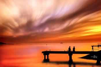躍動感や生命力に溢れた赤が印象的な1枚。同じ琵琶湖でも本当に表情の違った写真が撮れるものですね。