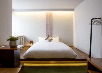 モダンな雰囲気の広くてゆったりとした個室は、4人まで一緒に宿泊出来る贅沢な空間です。