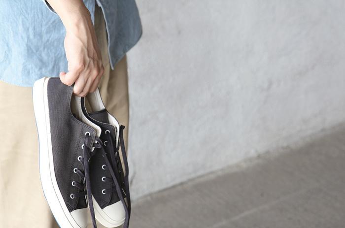 歴史ある産業に裏付けされた一足は、高い耐久性と色あせないデザインが魅力です。高い技術力を使って丁寧に作られた「ムーンスター」のスニーカーの中から、コレ!というあなたの一足を見つけてみませんか?