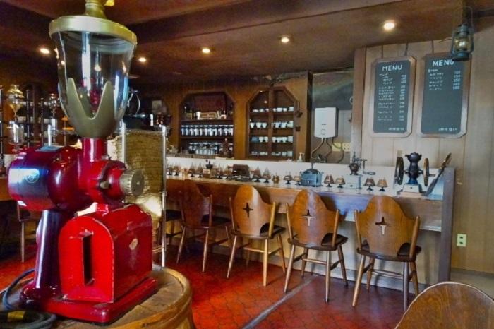 世界中のミルやダッチ(水出し)コーヒーをはじめとした珍しい器具・道具の蒐集は、いずれもピカピカに磨き上げられ、コーヒー好きなら目を見張るはず。