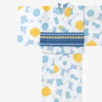 浴衣の柄に合わせて、帯の柄と色を合わせたキュートなコーディネート。帯の結び方を、リボンより、角出しなどクールな結び方にする方が、大人可愛く着こなせます。