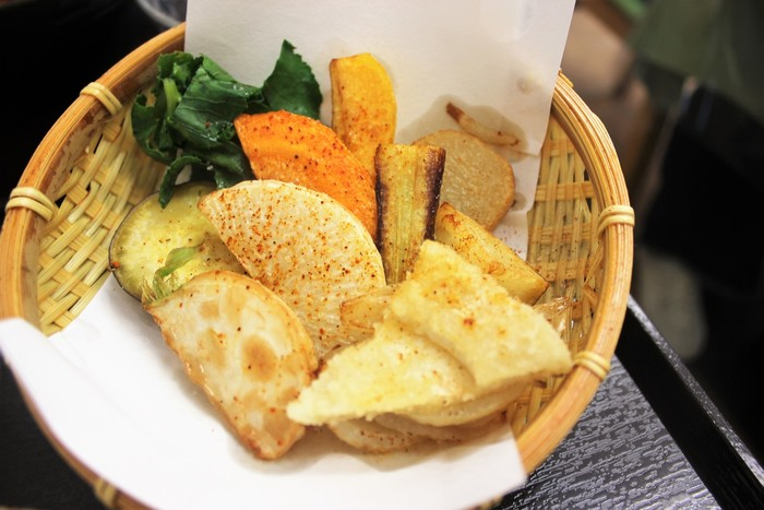 鎌倉野菜を知り尽くした鎌倉農家のお店ということもあり、鎌倉野菜をさっと素揚げして、うまさを中に閉じ込め、野菜を最高潮に美味しくいただける形で提供してくれます。
