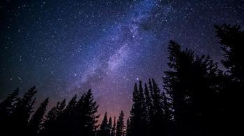 バルコニーから星が見えるならお家でまったり、星が見えないなら公園や静かな場所で。 ときには夜空を見上げて、天体観測気分を味わうのはいかがでしょう?