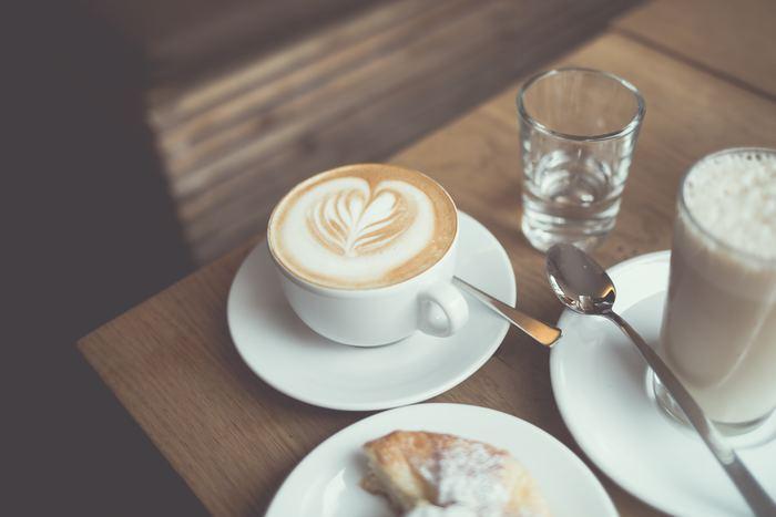 「まだまだ寝たくない!」そんなときは、ふらっと夜カフェに出かけてみませんか。 新しいメニューに、新しい夜カフェのお店、いろんな発見があるかもしれません。