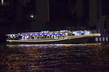 ちょっぴり贅沢な時間を過ごしたいときは屋形船はいかがでしょう? 水辺の涼しさとおいしい料理で、充実した時間を送ることができます。 少人数からでも利用できる屋形船もあるので、探してみましょう!