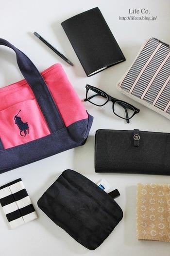 バッグの中をすっきりとさせるテクニック。外だけではなく、中身もキレイなバッグで颯爽と出かけたいですね。バッグの中身を整理して、心地良い毎日を♪