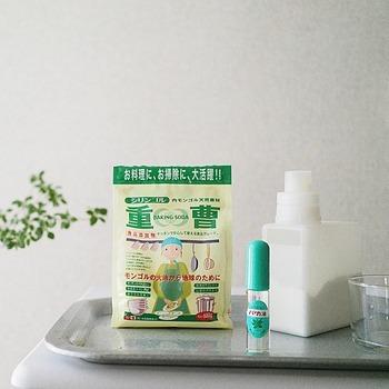 DAHLIA★さんによると、お掃除の強い味方「重曹」と一緒に使えば、防カビ&湿気対策にもなるそうです!