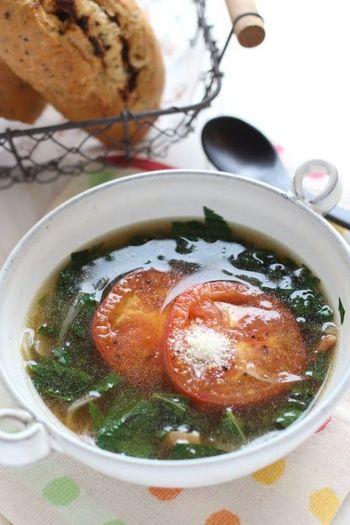 夏野菜の栄養満点スープ。モロヘイヤはおひたしが定番ですが、スープにすると、とろみも出て飲みやすいのでおすすめです。コンソメ味のスープで仕立てて洋風スープに♪