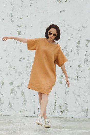 Sun-kissed dressと名付けられたドレスは、お休みの日にも。 ミルクティー色というのも珍しくて可愛い。