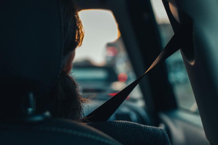 例えば車の運転も、急いでいるとハンドルの切り方が乱暴になったり、他の車や歩行者への注意が散漫になりがちです。先を急いだばっかりに、取り返しのつかない事故を起こしてしまったというケースも実際にありますよね。