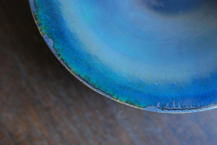 """美しい色合いに魅了される。神尾奈々さんが作る神秘的な""""ブルーのうつわ"""""""
