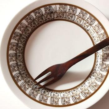 有田焼の落ち着いた色合いと特徴的な絵柄が、シンプルな食卓にほどよい華やかさを添えてくれそうです。