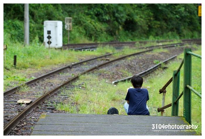 標高が高く、起伏が多い山間部に位置する新改駅は、日本では現存する駅が少なくなったスイッチバック式の駅となっています。