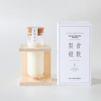 ■試験管のような不思議なデザインが印象的。岡山県倉敷市で昭和9年に創業したペガサスキャンドルと、マスキングテープ「mt」のデザインなどを手がけたアートディレクター居山浩二さんとのコラボレーションから生まれました。日本人の感覚に合う、上質で柔らかな香りです。