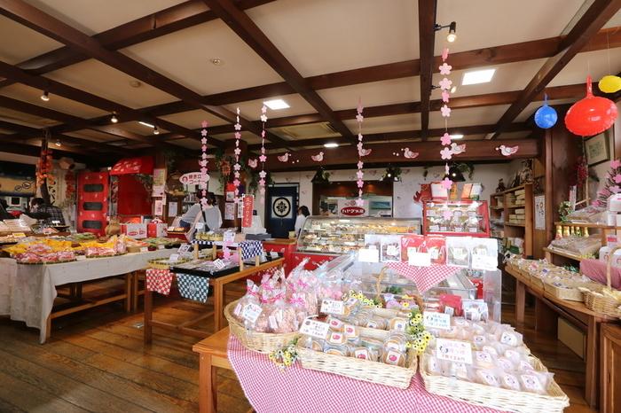 ハトマメ屋の店内では、上記で紹介したハトマメの他にも、郷土菓子、和菓子、洋菓子、季節感あふれるお菓子など揃っているので、自分用だけでなく、お土産にしても喜んでもらえそう。
