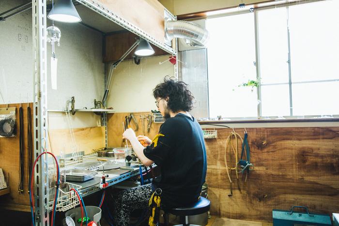 【連載】minne×キナリノ「ハンドメイドのある暮らし」 vol.4 ガラス作家・岡本亮さん