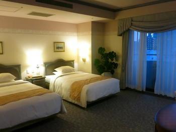 3階から10階の各フロアでテーマカラーがあり、こだわった客室が魅力的。イタリア製の手作り家具が配置されヨーロピアンクラシックなインテリアにまとめられています。ベッドはシモンズ製で広々とくつろげます。