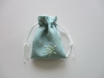 こちらは絹地の着物を巾着にリメイクしたもの。おうちに眠っている着物で作ってみてはいかがでしょう?