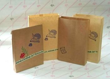 小さめの袋にスタンプとマステを貼って、オリジナルのラッピングバッグに。マステは少し斜めに貼ると動きがあって可愛いですね。