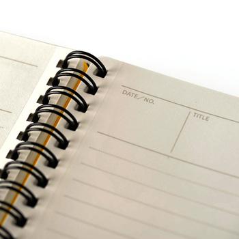 日付とタイトルを書き込めるので、商談メモやプロジェクト管理、議事録ノートとしても優秀。