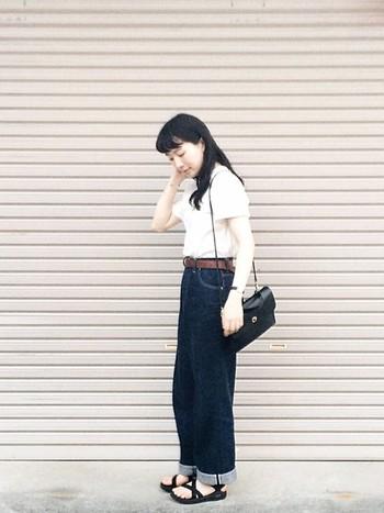 白T×デニムにchacoを合わせた、夏の定番中の定番コーデもkikoさんならではのサイズ感やバランスで上品に見えるところはさすが!今すぐ真似したいですね。