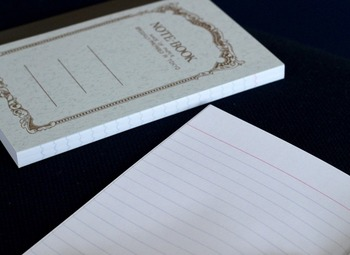 用紙には、筆記に特化した高級紙「フールス紙」を使用。スタンダードな大学ノートのほか、方眼や太罫、無地や日記帳タイプなど種類が豊富なので、用途にあわせて選べるのも嬉しいですね。