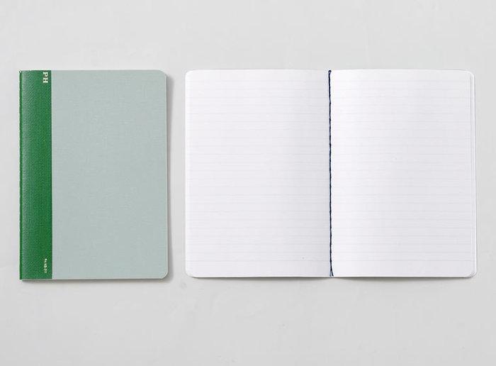 サイズはB6・B5。サイズにあわせて罫線幅を調節し、書きやすさに配慮しています。背綴じ糸の色を表紙に合わせているので、ページを開くと色糸が映えておしゃれですね。