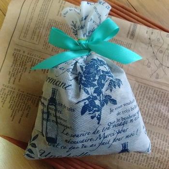 ドライミントで「サシェ(匂い袋)」を作って、クローゼットや枕元に吊るして爽やかな香りを楽しみましょう。他のハーブと組み合わせたり精油をプラスしてもOK。