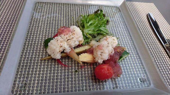 京都名物の鱧(ハモ)を用いた前菜など、地産地消がテーマのこちらのお店では地元の食材をフレンチで美味しくいただけます。