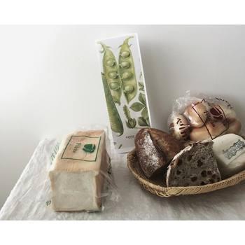 こちらは埼玉県・さいたま市にある人気ベーカリー「タロー屋」と、東京・浅草の老舗「ペリカン」のパンです。自家製酵母を使用した味わい深いタロー屋のパンと、職人さんのこだわり&素材の美味しさが詰まったペリカンのパン。写真を見ているだけで、なんとも幸せな気持ちにさせられます♪