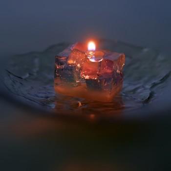 火を灯せば幻想的な空間に。夏の贈り物にピッタリです。