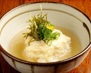 旬の京野菜や鮮魚、湯葉など、京都の伝統を守りながらつくられる創作料理では新しい味に出会うことができるかも。