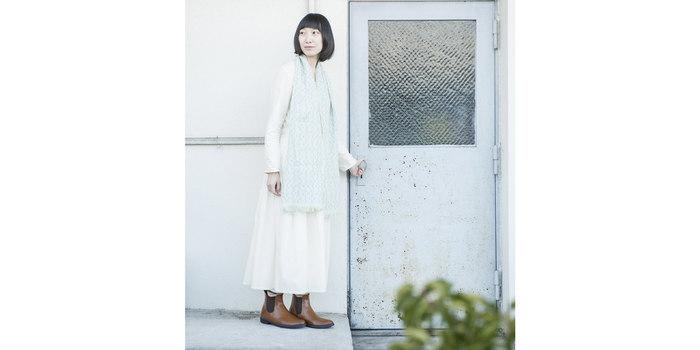 空気を含んだような柔らかな風合いは、夏のファッションを涼しげに演出してくれます。